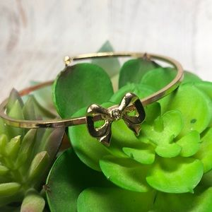 Vintage Jewelry - Vintage Gold tone Adjustable Bow Bracelet